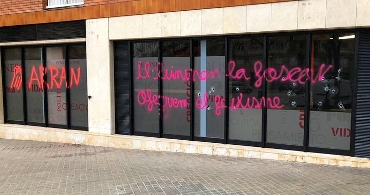 Ataque a la sede de Crónica Global en Barcelona.