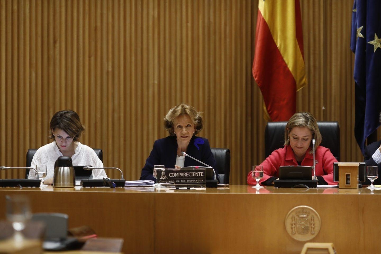 La ex ministra de Economía socialista, Elena Salgado, durante su intervención en la comisión del Congreso que investiga la crisis financiera.