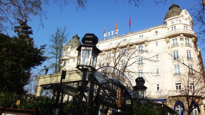 Fachada del Hotel Ritz de Madrid. El hotel cerrará sus puertas hasta finales de 2019 por obras de renovación.
