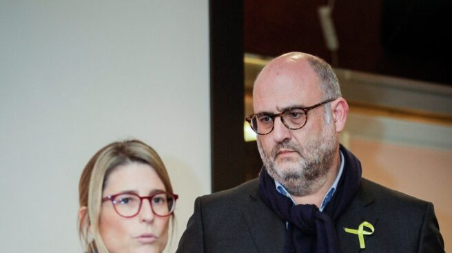 La directora de campaña de Junts per Catalunya (JxCat), Elsa Artadi, acompañada por el portavoz de JxCat, Eduard Pujol.