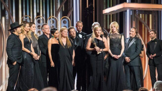 Reese Witherspoon con el Globo de Oro por la Mejor serie 'Big little lies'.