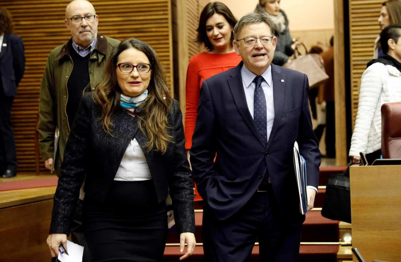 Mónica Oltra y Ximo Puig llegan a las Cortes valencianas.