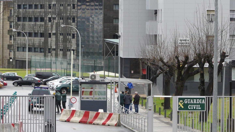 Acceso al cuartel de Intxaurrondo de la Guardia Civil en San Sebastián.