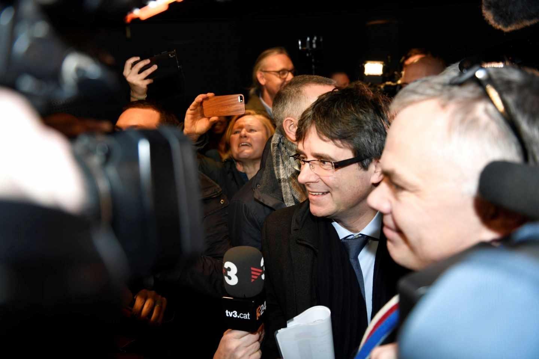 Carles Puigdemont llega al aeropuerto de Copenhague.