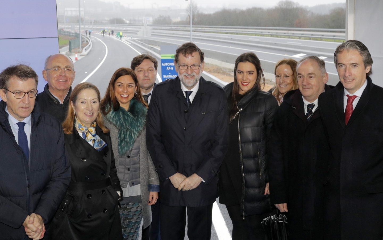 Rajoy , en Santiago de Compostela con Feijóo, Pastor y De la Serna.