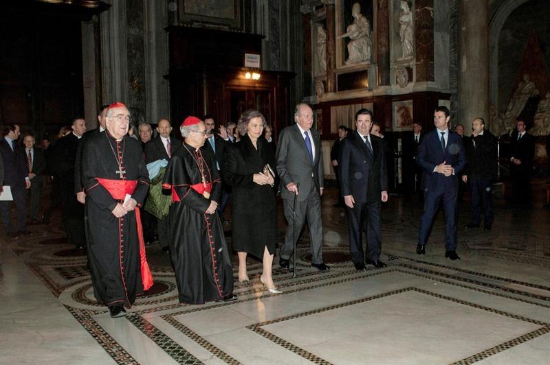 Los reyes eméritos de España Juan Carlos I y Sofía, a su llegada a la inauguración de la nueva iluminación de la Basílica de Santa María la Mayor de Roma.