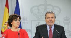 Soraya Sáenz de Santamaría e Iñigo Méndez de Vigo, en la rueda de prensa del Consejo de Ministros.