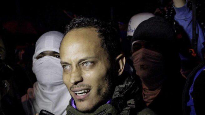 El piloto rebelde, Oscar Perez, en una marcha nocturna en Caracas.