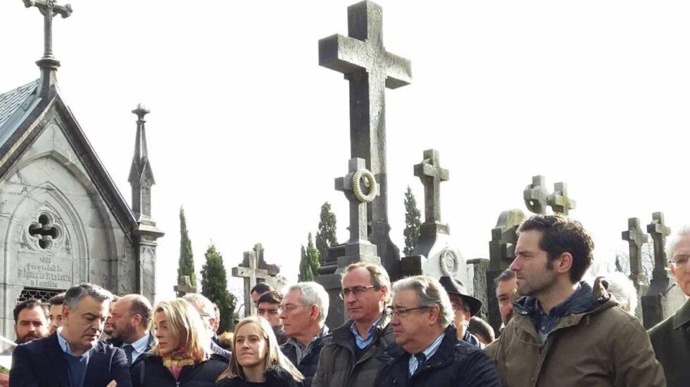 El ministro del Interior, Juan Ignacio Zoido, en San Sebastián con dirigentes del PP vasco como Alfonso Alonso o Borja Sémper.