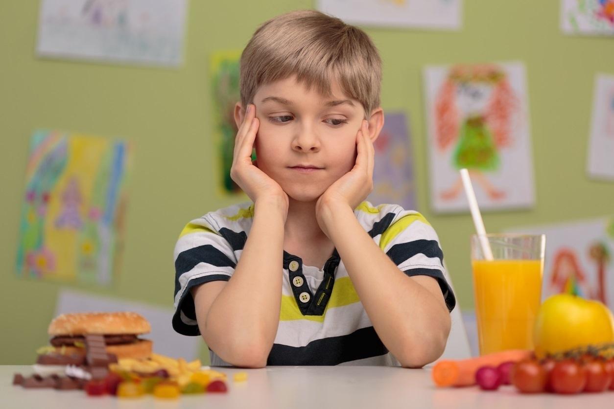 ¿Otra vez espinacas? La persistencia en la alimentación de los niños vale para algo.