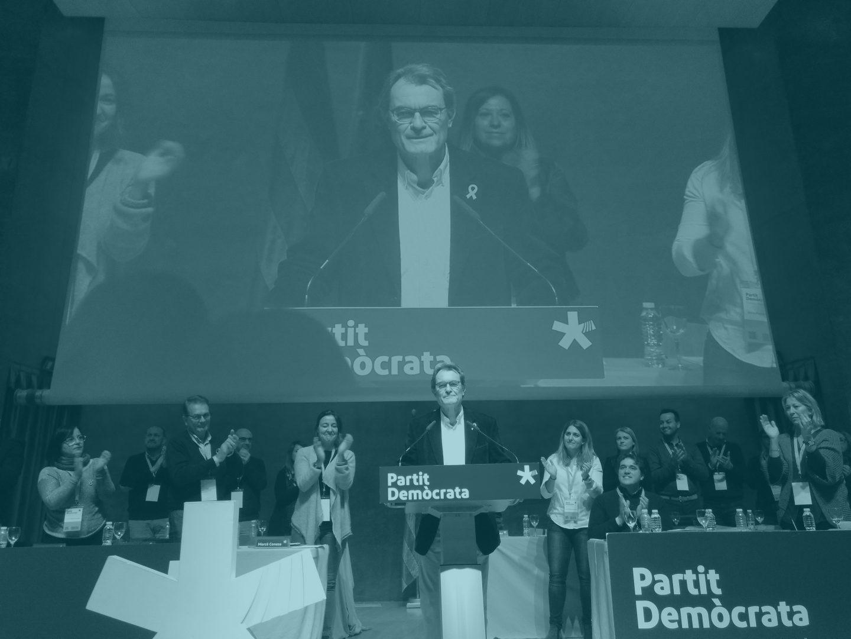 El ex presidente del PDeCAT, Artur Mas, se despide del consell nacional de la formación.