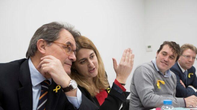 El ex presidente de la Generalitat, Artur Mas, junto a Neus Munté.