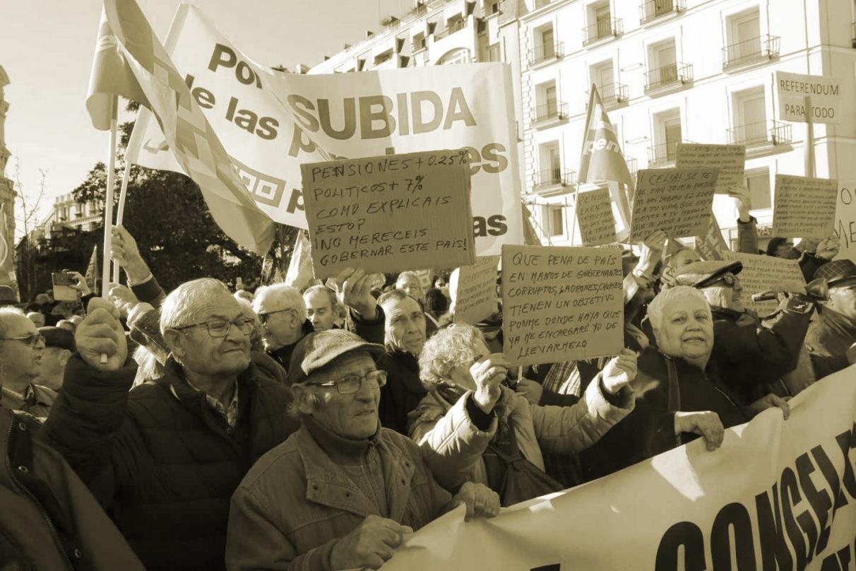 Protesta de pensionistas a las puertas del Congreso.