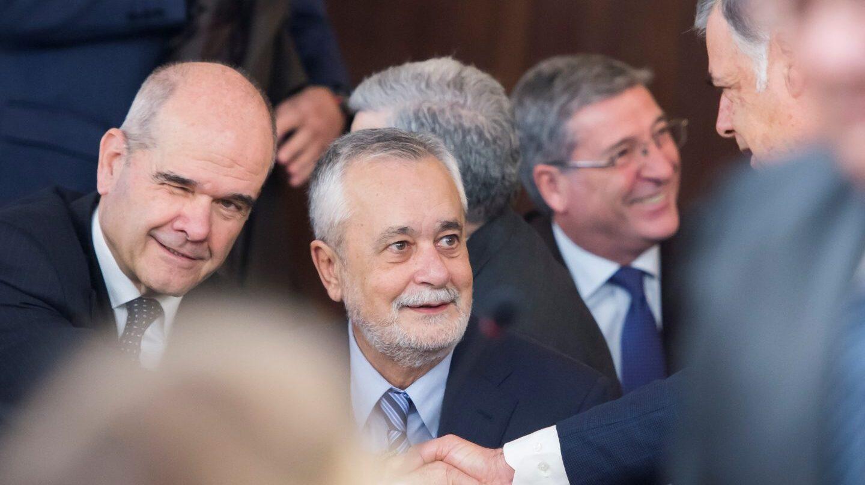 Los ex presidentes andaluces Manuel Chaves y José Antonio Griñán, sentados en el banquillo de los acusados.