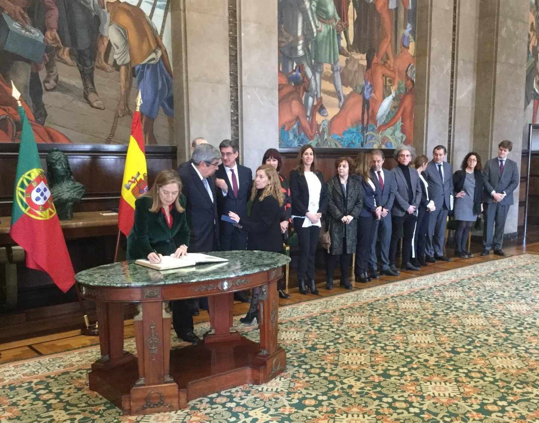 El Congreso de los Diputados ha gastado más de dos millones de euros en viajes internacionales en año y medio de legislatura.