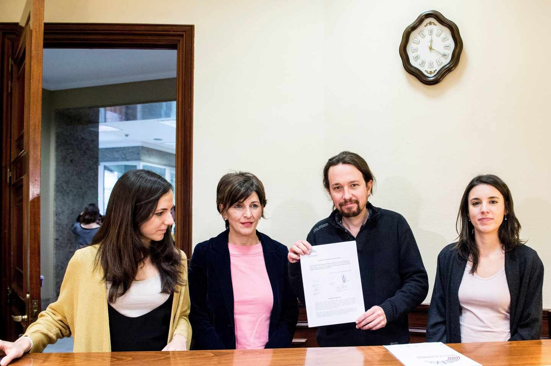El Grupo Parlamentario Confederal Unidos Podemos-En Comú Podem-En Marea.