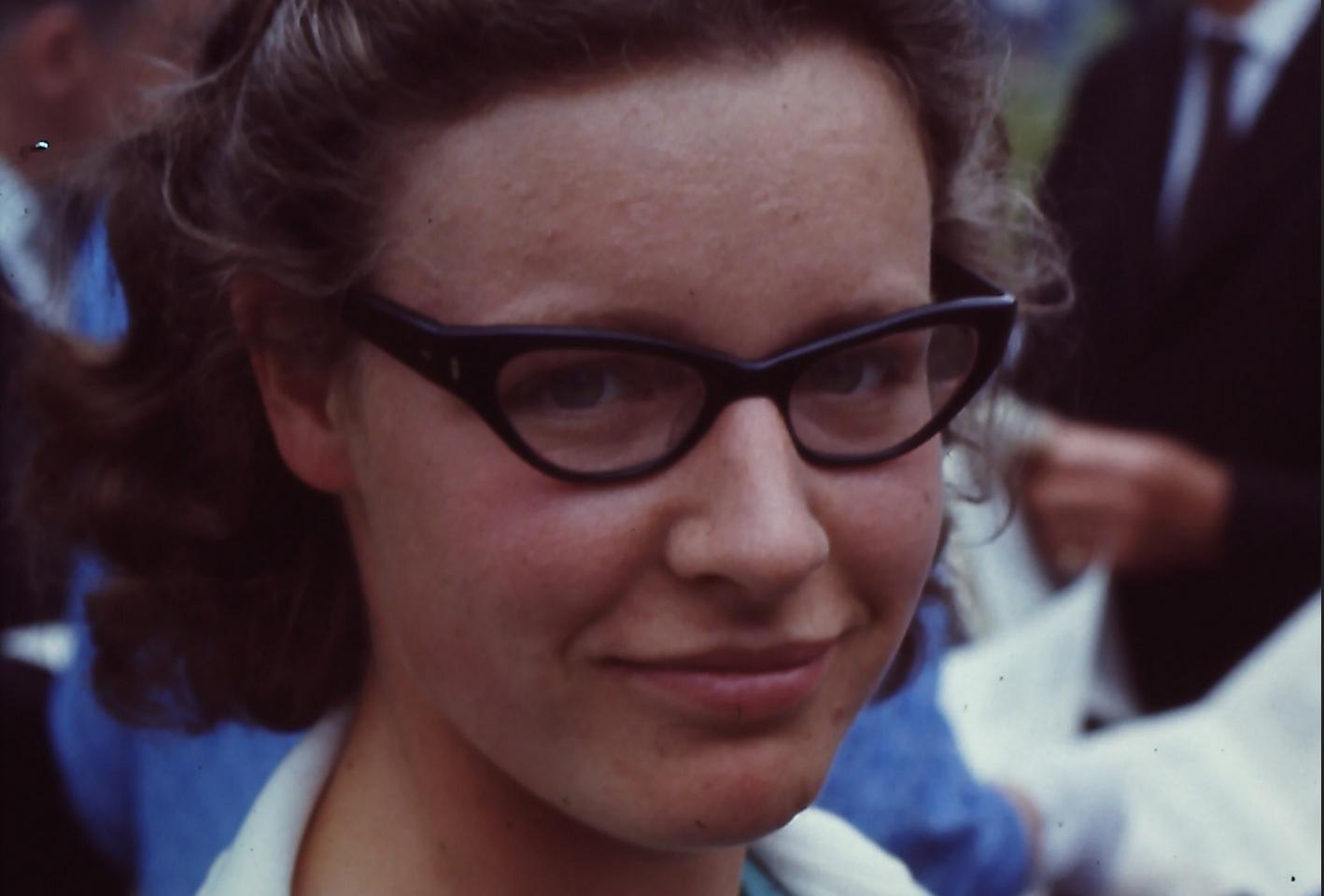 La astrónoma Jocelyn Bell, descubridora de los púlsares, en 1968