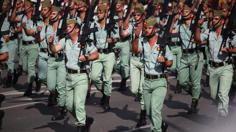 Un desfile de la Legión, el cuerpo que quiere ponerse a dieta.
