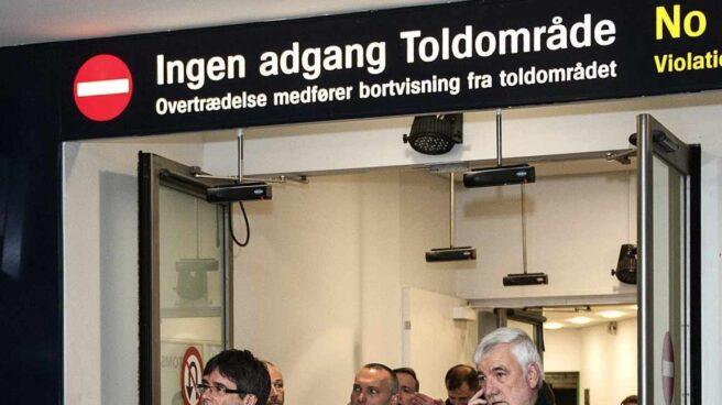 Carles Puigdemont, a su llegada al aeropuerto de Copenhague (Dinamarca).