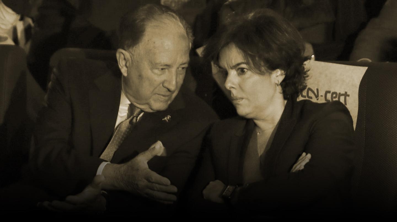 Félix Sanz Roldán conversa con Soraya Sáenz de Santamaría.