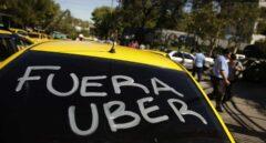 El taxi aviva su guerra: amenaza con bloquear Fitur en Madrid y el MWC en Barcelona