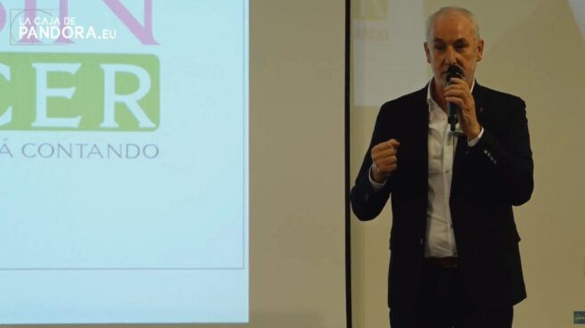 Txumari Alfaro en el polémico congreso 'Un mundo sin cáncer'.