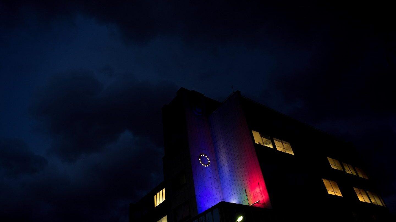 La bandera de la Unión Europea, proyectada sobre la facha de un edificio en Sofía, capital de Bulgaria.