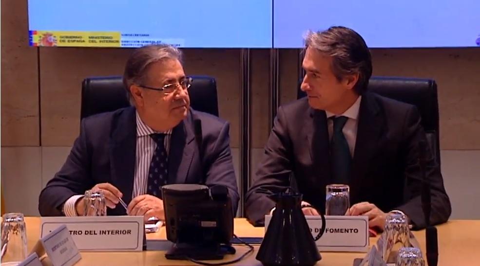 Zoido y de la Serna en una reunión en el Ministerio del Interior para evaluar el atasco de la AP6.