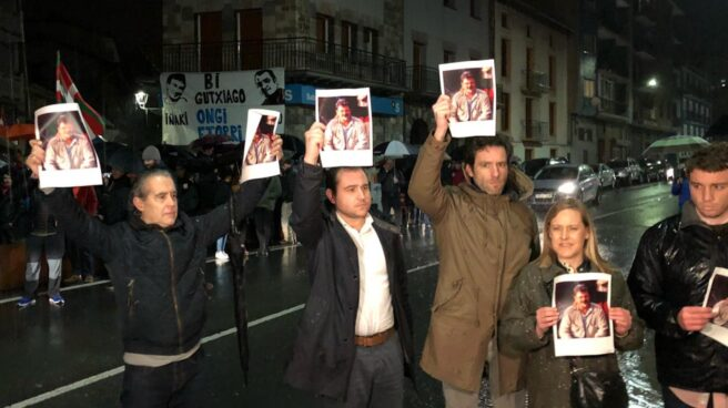 Cargos del PP denuncian en Andoain el recibimeinto a los informantes de ETA que facilitaron datos para asesinar a Joseba Pagazaurtundua