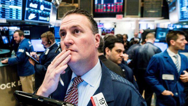 Wall Street contiene la tensión y el Dow Jones recupera un 2,3%.