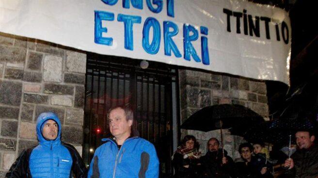 """Sortu tilda de """"escrache"""" la presencia del PP en el homenaje a dos etarras"""