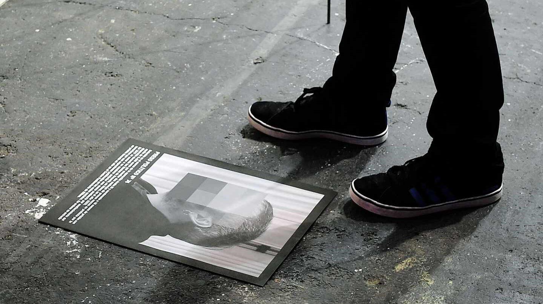 "ARCO: Catálogo de ""Presos políticos"", de Santiago Sierra."