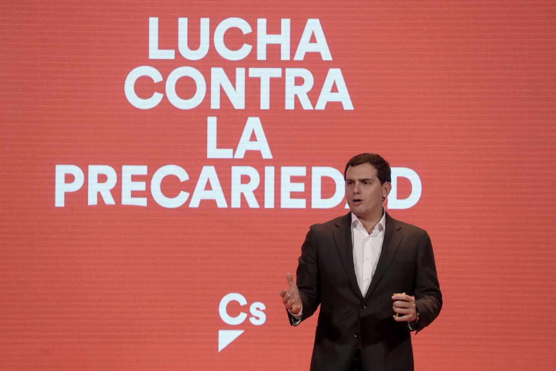 Ciudadanos propone acabar con los contratos temporales y premiar a las empresas que menos despidan.