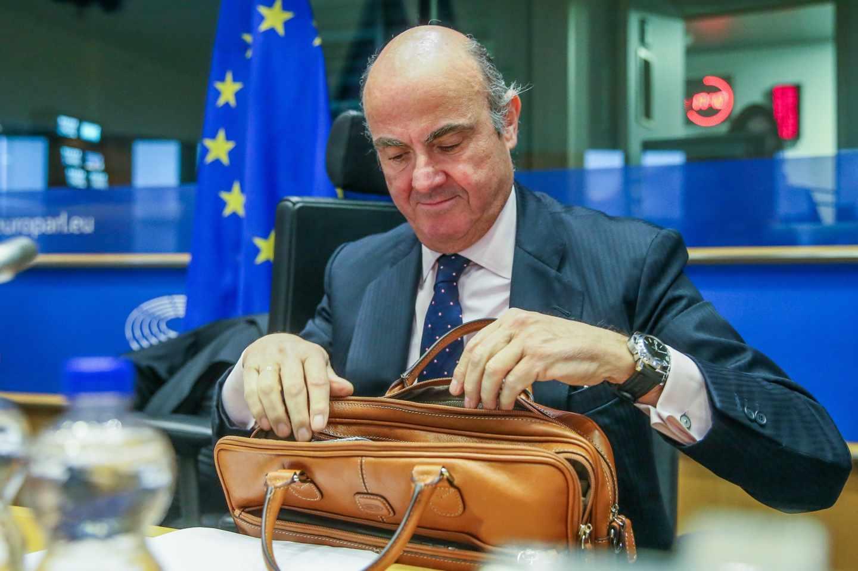 Guindos se compromete a trabajar por la independencia del BCE.