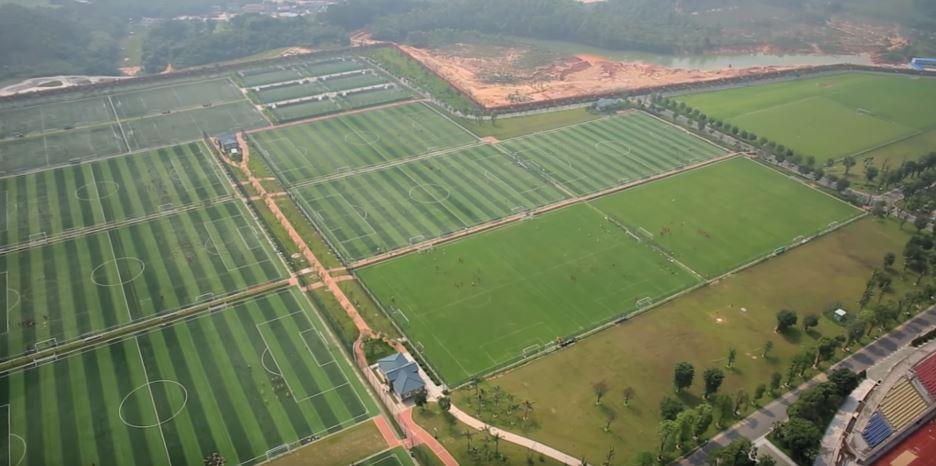 Campos de fútbol en la academia Evergrande, en el sur de China.