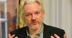 Julian Assange en la embajada ecuatoriana en Londres.