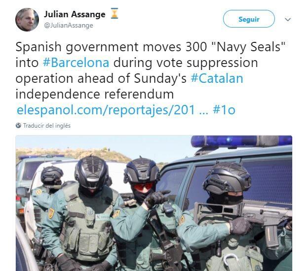 Uno de los tweets compartidos por Julian Assange en las horas previas al 1-O.
