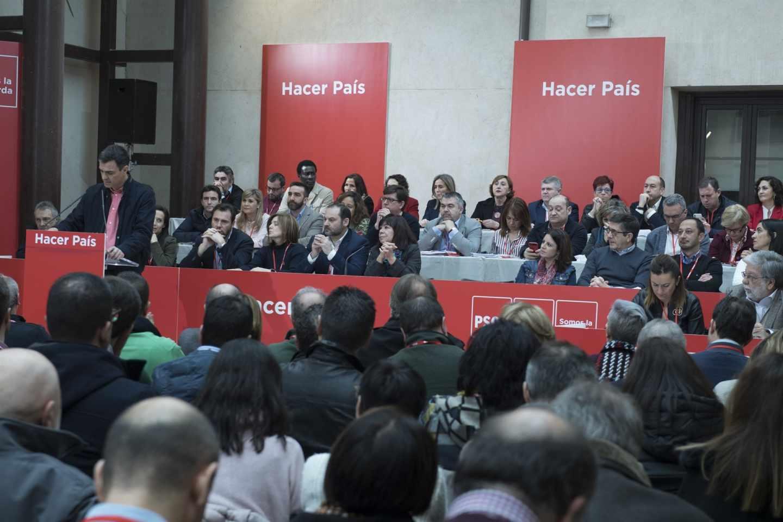 El PSOE aprueba un reglamento que refuerza a Sánchez y a la militancia