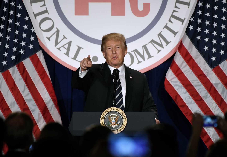 Donald Trump se dirige a los participantes en el Comité Repubicano, en Washington.