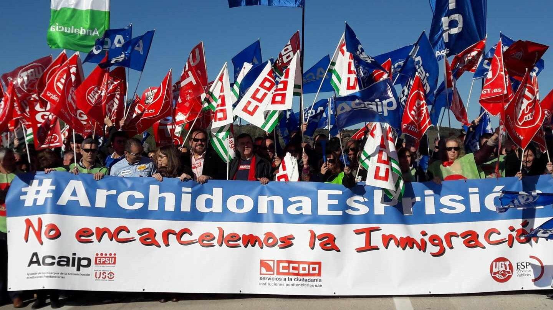 Funcionarios protestan en diciembre por el uso de la cárcel de Archidona (Málaga) como CIE provisional.
