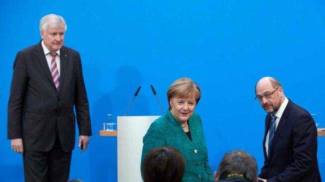 Los tres líderes de la gran coalición alemana, en su rueda de prensa en Berlin.