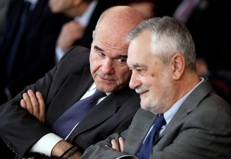 Manuel Chaves y José Antonio Griñán, en una de las sesiones del juicio de la pieza política del 'caso ERE'.