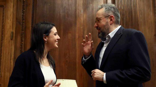 Irene Montero y Juan Carlos Girauta, reunidos en el Congreso.