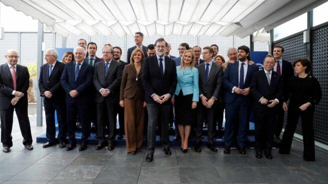 Rajoy y sus barones, en la comida de Génova.