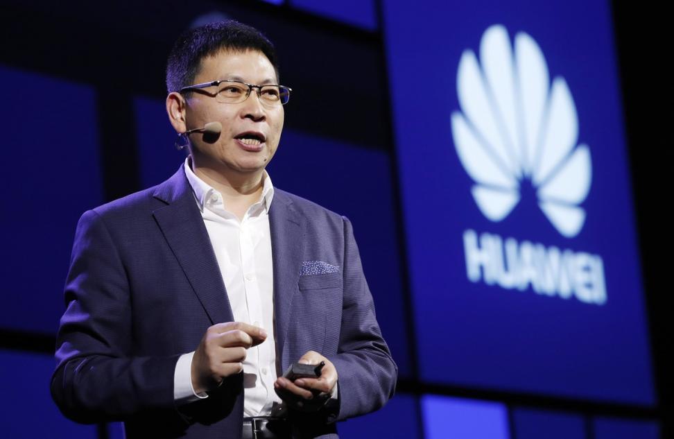 El FBI y la CIA piden a los estadounidenses que no compren móviles de Huawei