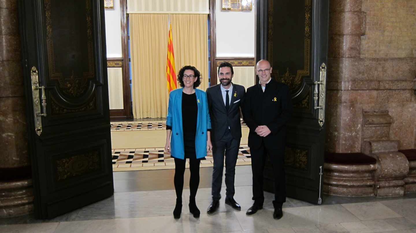 Rovira, Torrent y Romeva, en el Parlament.
