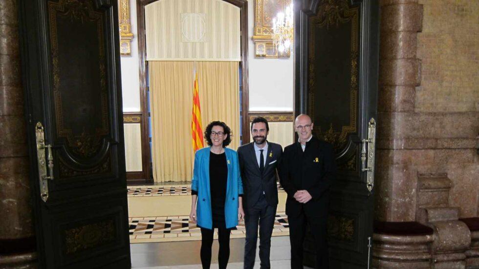 Rovira, Torrent y Romeva, en el Parlament.