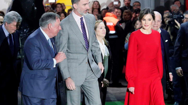 Clemente González acompaña a los reyes Felipe y Letizia durante la visita a ARCO.