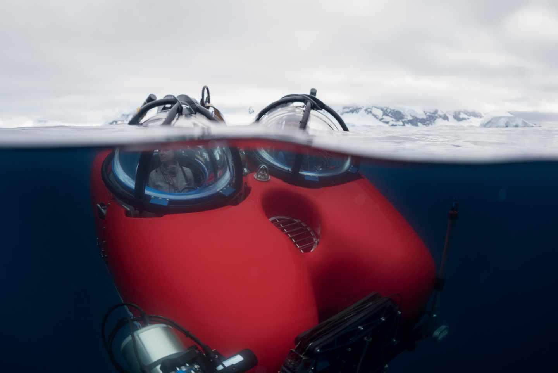 La bióloga marina Susanne Lockhart en una inmersión en aguas del Antártico.