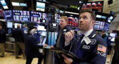Wall Street: corredores de bolsa en el cierre de la jornada.